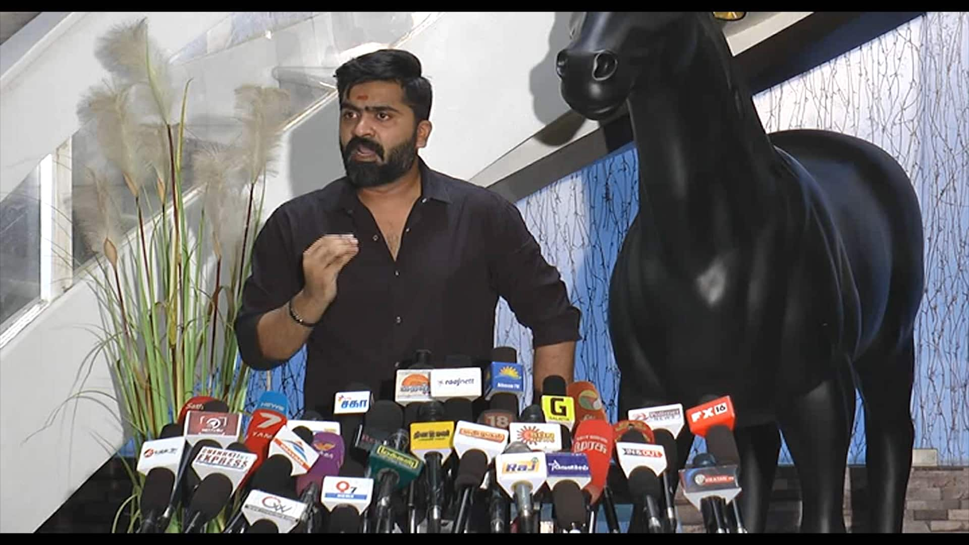 Tamil actor Simbu's heart touching statement over Cauvery issue, woos Kannadigas