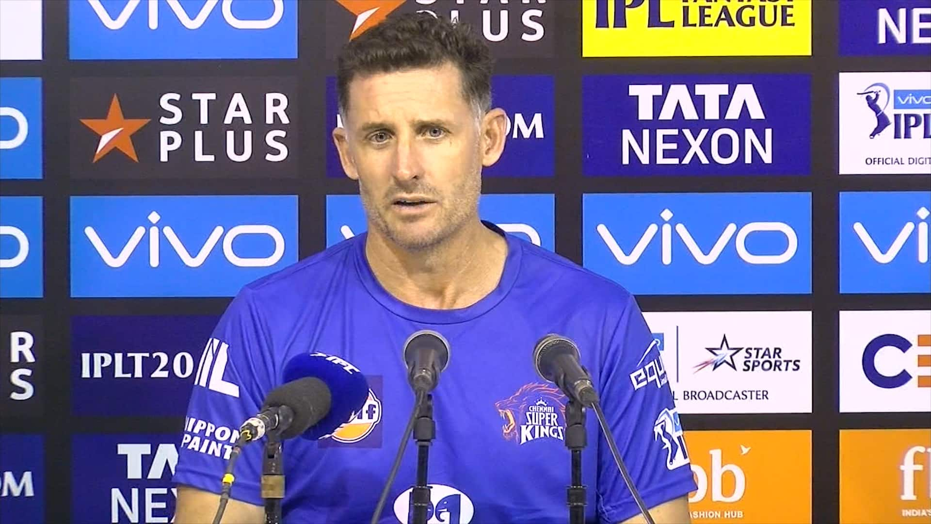 Michael Hussey thinks MS Dhoni is a better tactician than Ricky Ponting