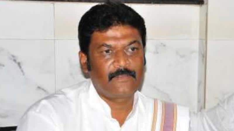 At last, Congress MLA Anand Singh enters the House, DK Shivakumar issues whip