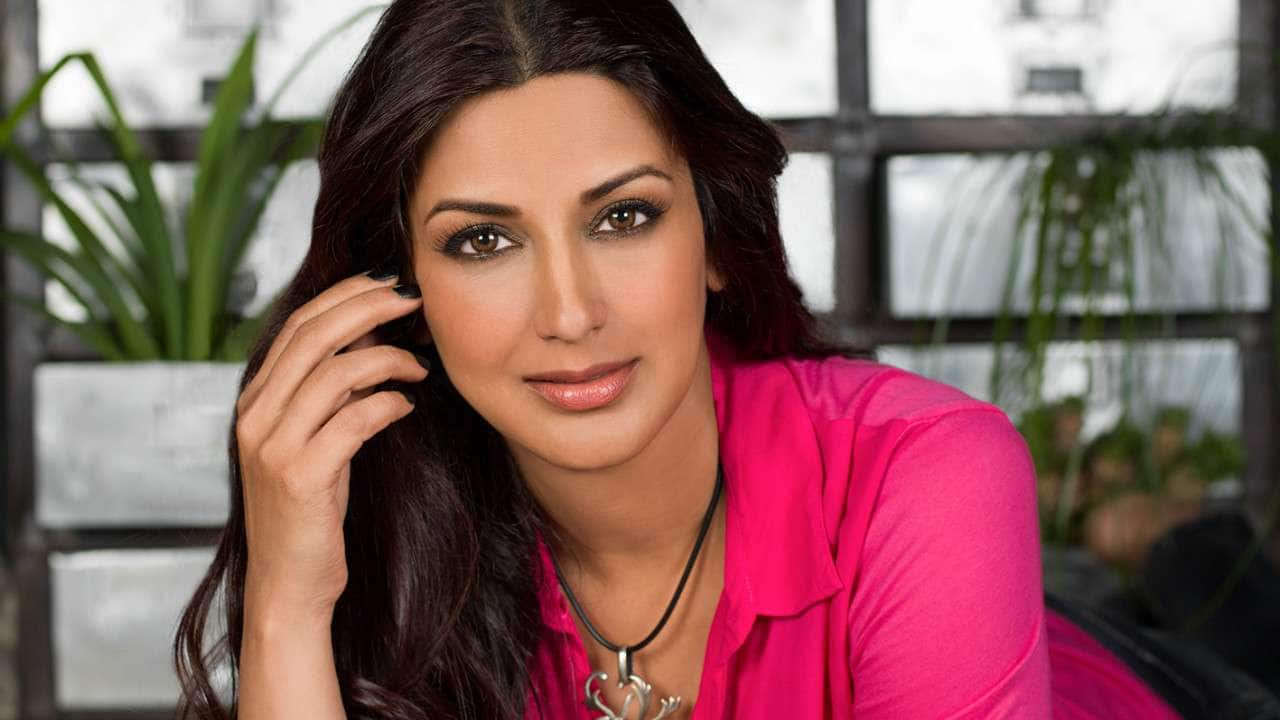Sonali Bendre new look in a wig fighting cancer
