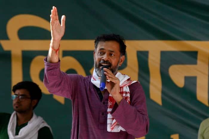 Flaunting of 'Muslim credentials'by Yogendra Yadav backfires