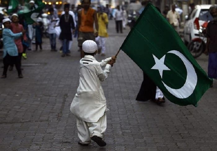 Shia'hs want ban on unfurling of Islamic flags in India: SC seeks Centre's response
