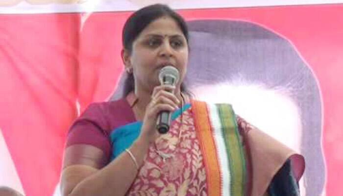 sunkara pradmasri comments on ys vijayamma, sharmila and ys jagan - bsb