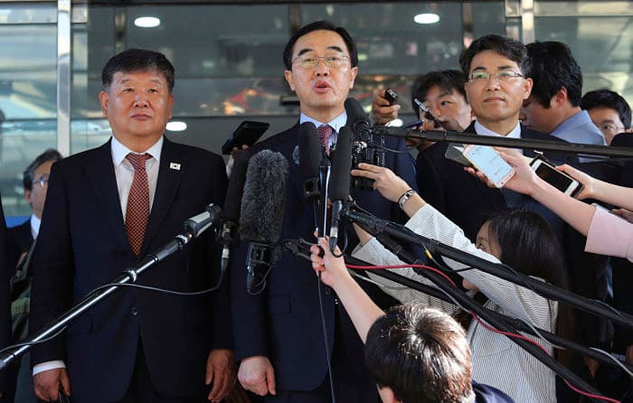 Rivals North Korea Kim Jong Un South Korea  Moon Jae-in Leaders summit Seoul