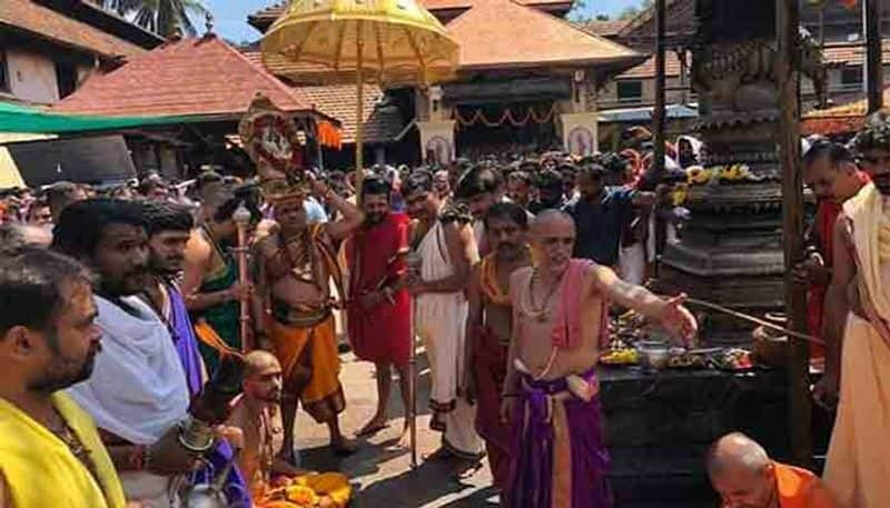 kerala govt order dont allow 2 ladies to temple