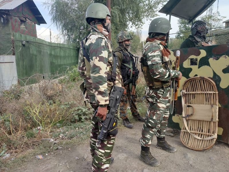 Security forces foil attempt to attack on police team, two terrorist gun down