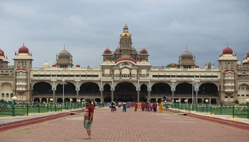 More than 200 people visits mysore palace on June 8th