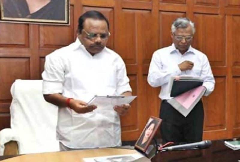 TN Assembly Speaker issues notice... AIADMK 3 MLAs