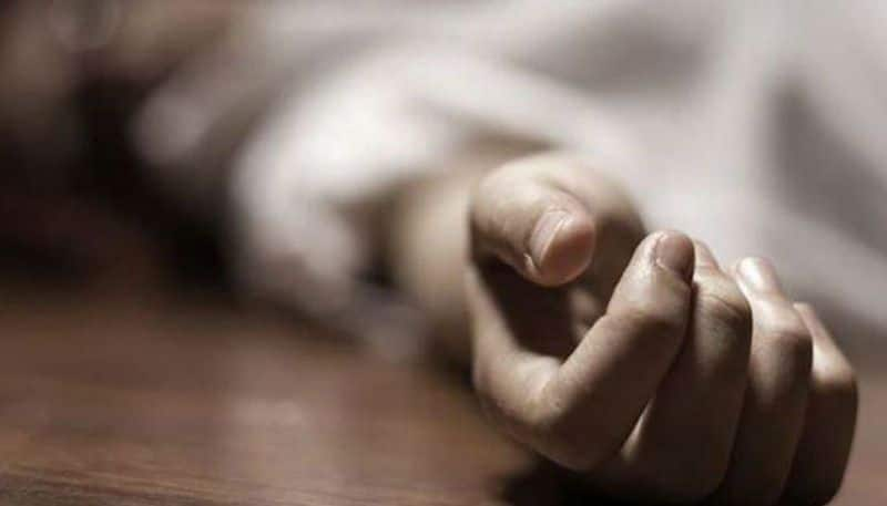 one person died on road accident in moosapeta