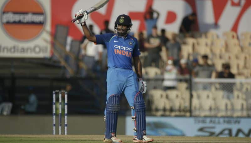 dhoni risk running for rayudu century in fourth odi against west indies