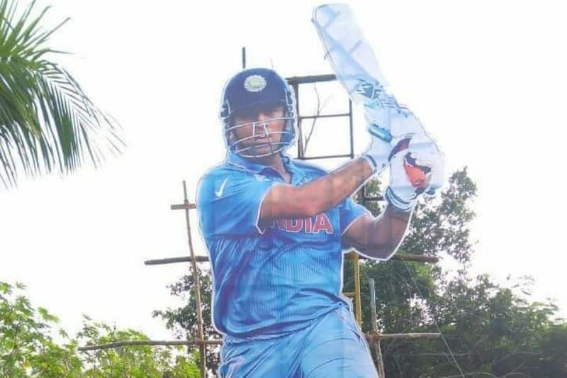 fans pay tribute to dhoni with big cut out in trivandrum