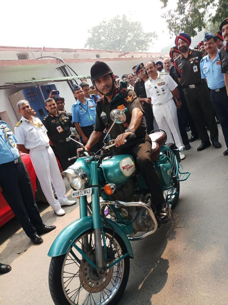 Lt Gen sets an example, goes home on motorbike after retirement