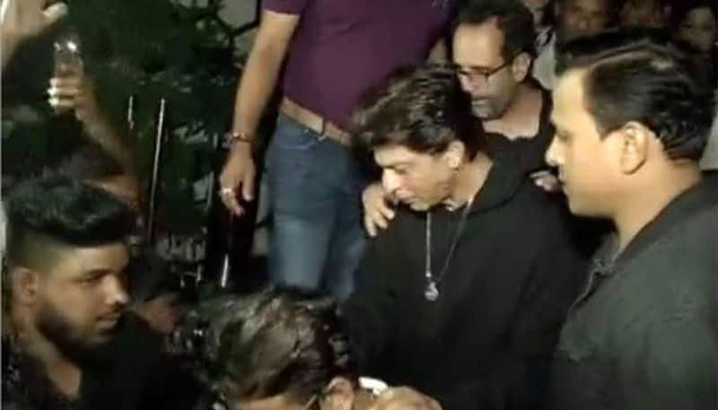 Shah Rukh Khan's late night birthday party stopped by cops