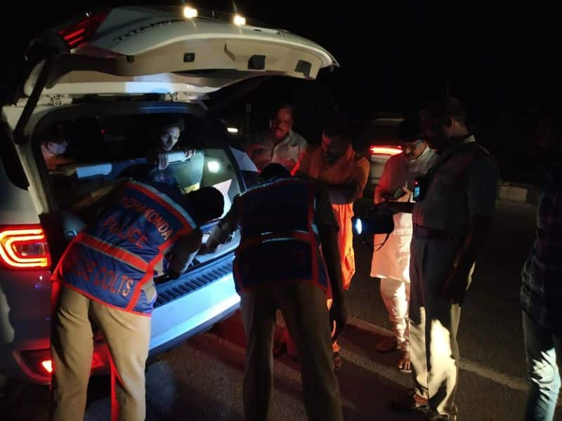 police searched on bjp leader paripurnananda car