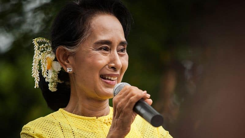 Amnesty withdraws highest honor from Aung San Suu Kyi