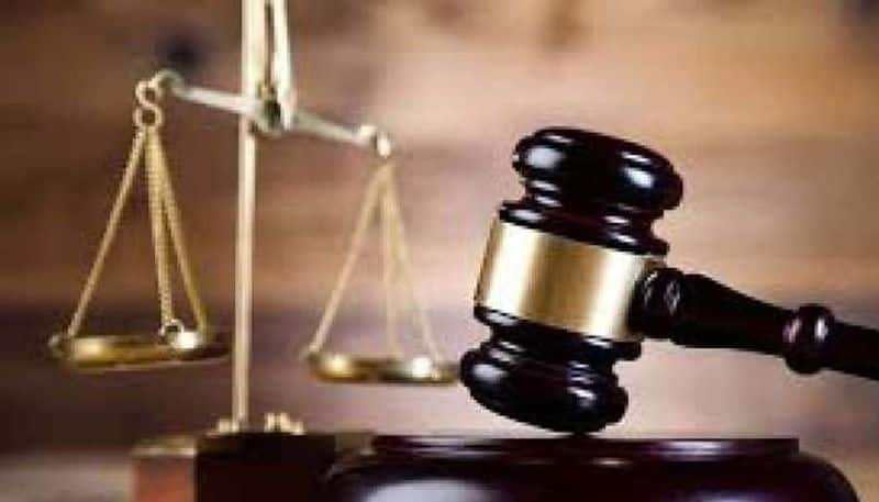 Cop uniform torn off by angry Bihar judge who was stuck traffic jam