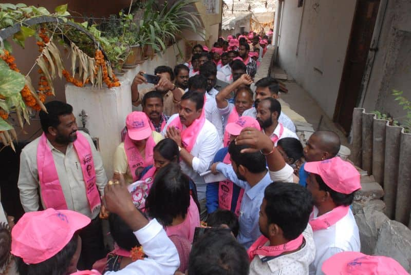 #Semifinals18  Congress workers attack TRS campaign vehicle in Nalgonda