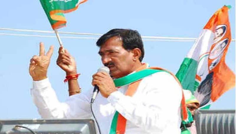 congress candidate vanteru pratap reddy comments on ktr