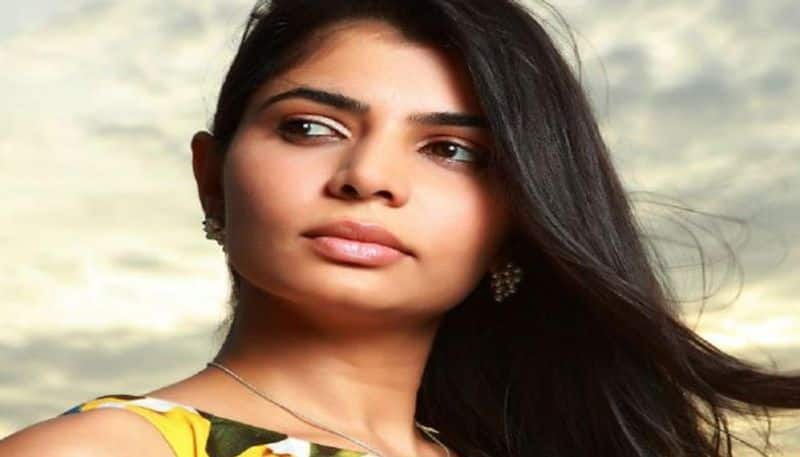 chinmayi replay for different controversy twit