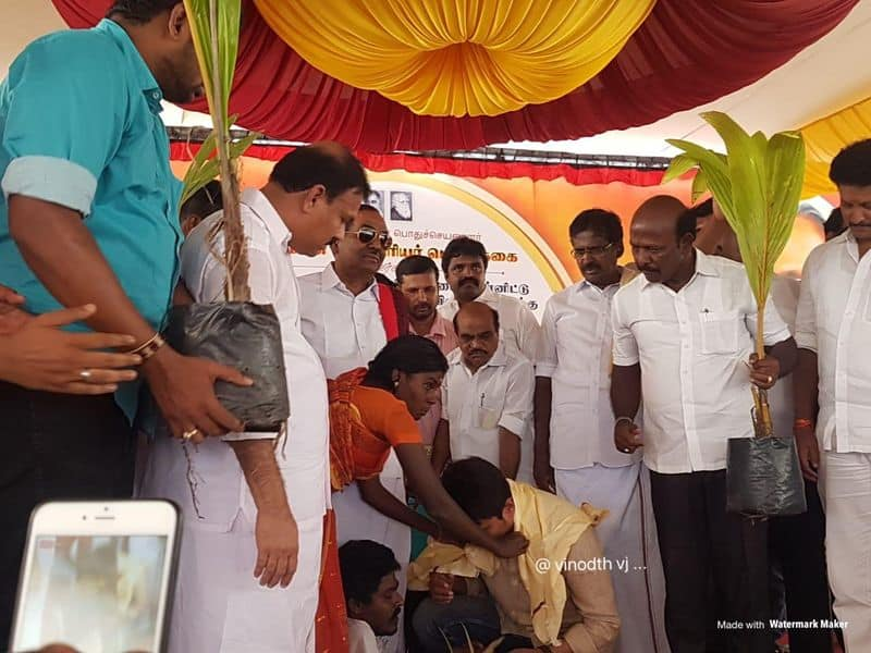 udayanidhi stalin gave coconut tree to gaja  affected people