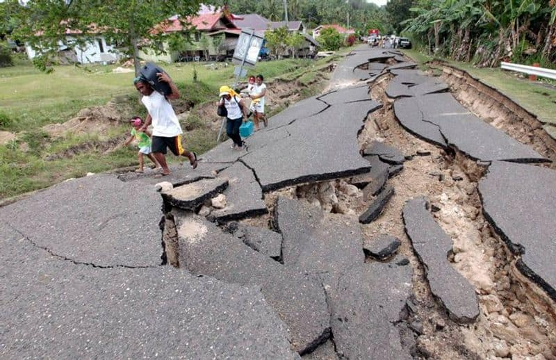 Philippines hit by 7.0 magnitude earthquake tsunami warning in Indonesia and Palau too