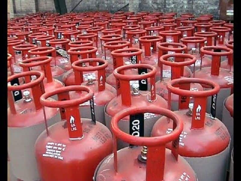 Govt cut LPG cylinder price, new year gift for consumer