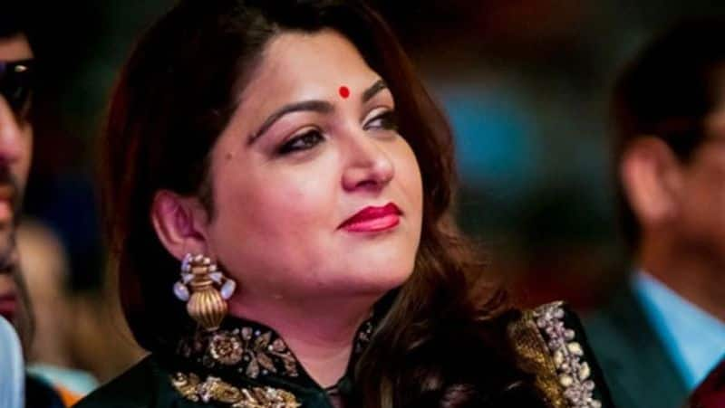 Heroine Khushboo flying kisses to Young Tiger NTR