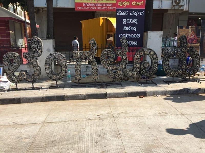 Gandhi themed Chitra Santhe wins people's hearts in Chitrakala Parishath