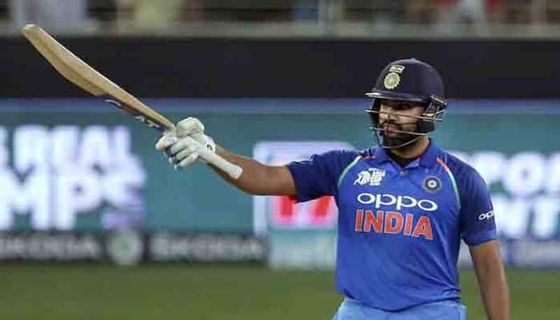 rohit dhoni built partnership and playing well in first odi