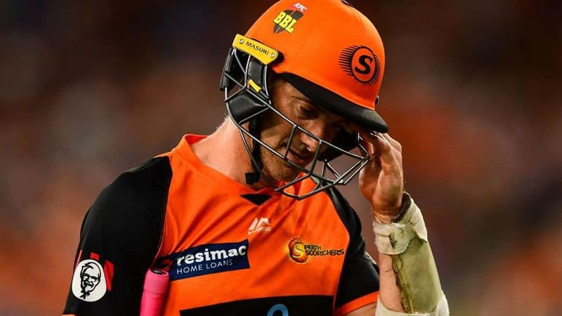 Controversy hits BBL as Perth Scorchers opener Michael Klinger dismissed on 7th ball of over