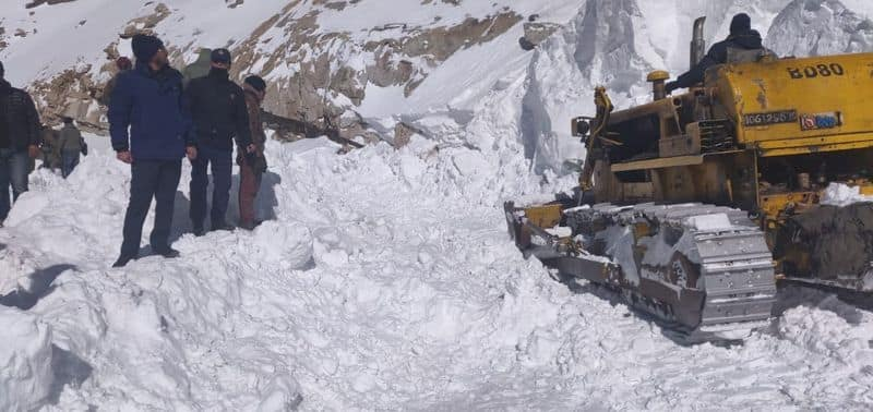 Avalanche hit Ladakh Khardung La trapped under snow 3 bodies recovered