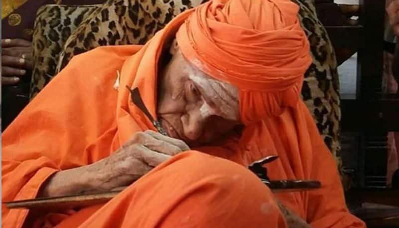 Shivakumara Swamiji's funeral: Lakhs of devotees bid tearful adieu to 'Walking God'