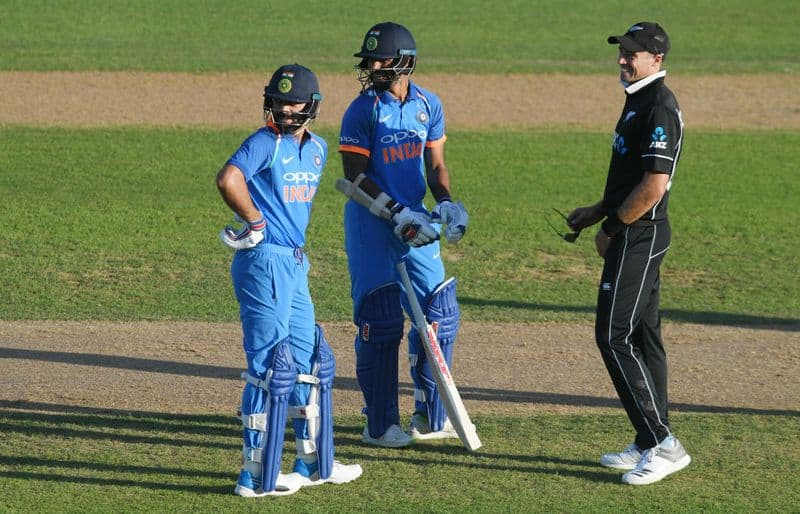 Sun stops play: Napier mayor questions Kohli & Co, asks whether they would go off field in India