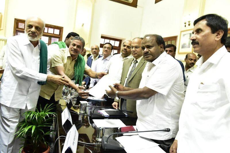 Farmers leaders submit budget list to CM Kumaraswamy