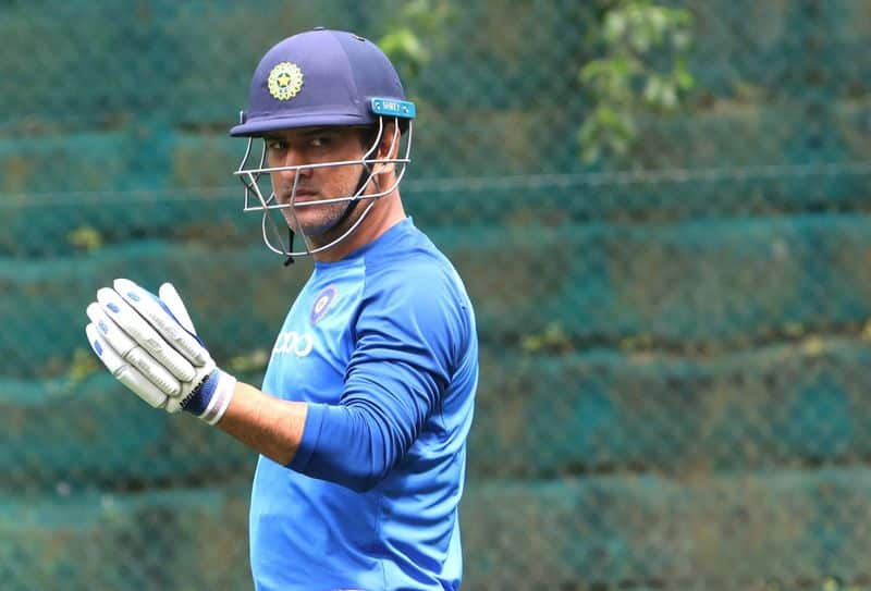 This is how Twitter reacted to MS Dhoni running out James Neesham