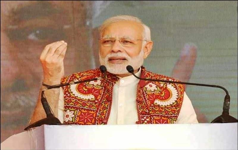 When PM Modi halted speech midway to help fainted cameraman in Surat