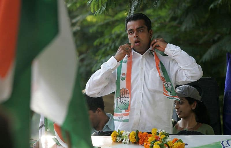 milind deora is unhappy with inner fight in mumbai congress
