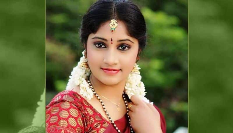 Telugu actor Jhansi commits suicide after failed love affair (Watch)