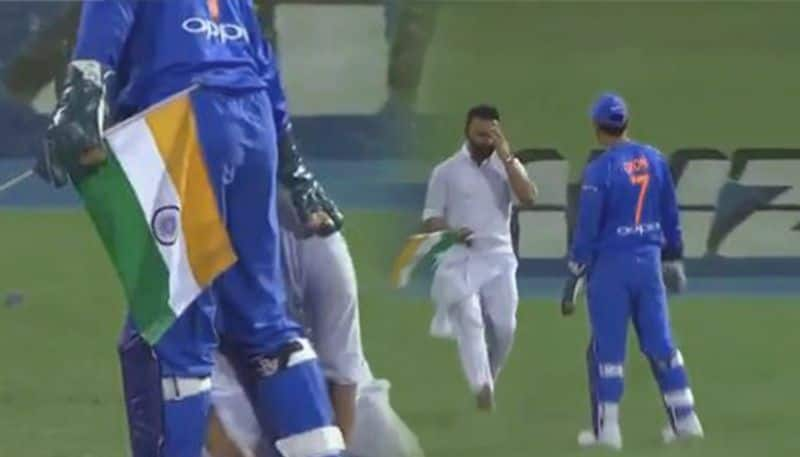 DHONI REACTION AFTER FAN BREACHES SECURITY WITH INDIAN FLAG IN T20