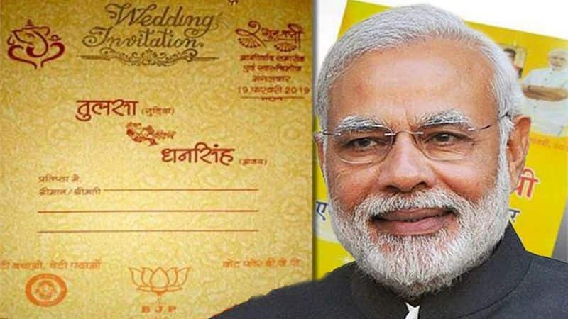 In bhopal by wedding card man appeal guests to vote for modi in 2019 lok sabha election