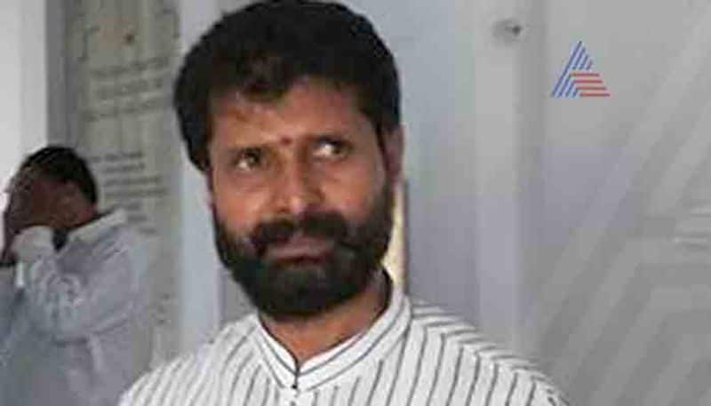 BJP MLA CT Ravi faces protest in chikkamagaluru district