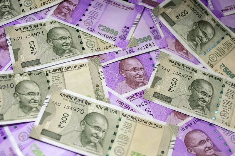 TMC councillor Nazir Khan caught with Rs 20 lakh cash in bag  STF arrests