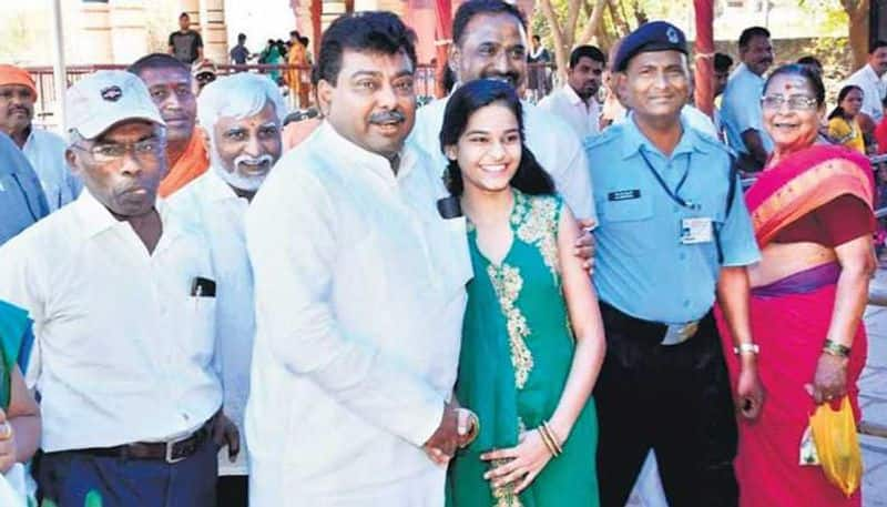 Karnataka minister Patil schooled young girl jumping queue temple