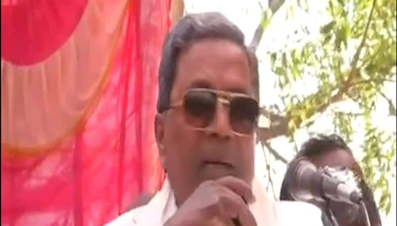 Siddaramaiah hits Hindu faith: 'I am scared of people with tikas', Netizen reply Selfie With Tilak