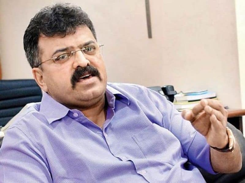 Corona gets minister in Maharashtra, government in trouble