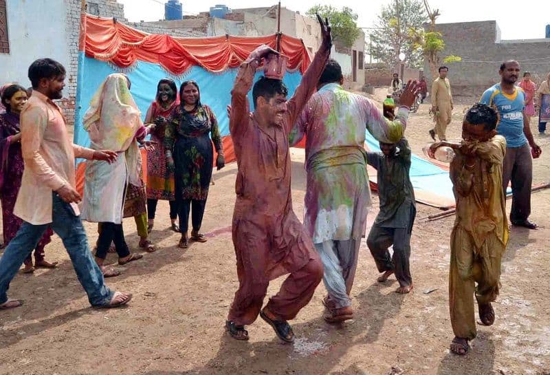 See how to celebrate Holi in Pakistan, look through picture