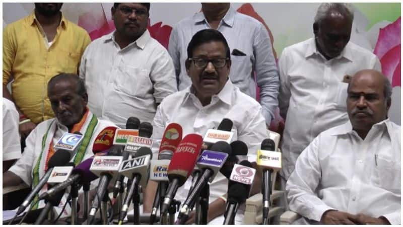 How many days for the Congress to lift the DMK?