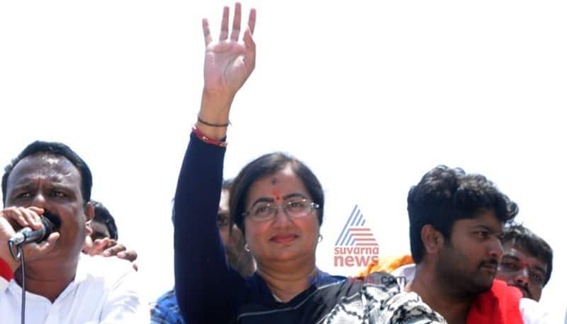 Congress Rebel Leader Cheluvarayaswamy meets Sumalatha Ambareesh Mandya