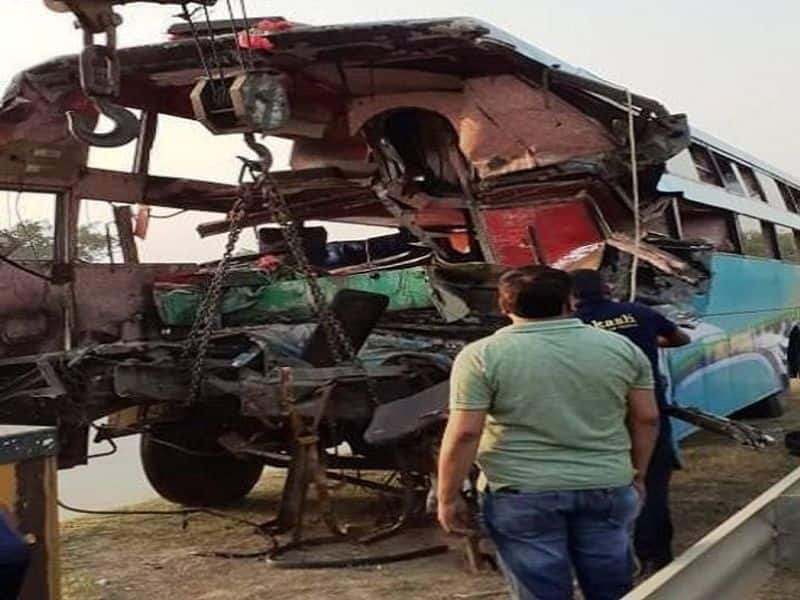 Eight killed as bus rams into truck on Yamuna Expressway