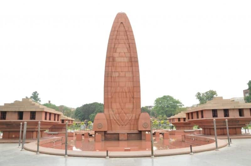 Bishop from England pays tribute to martyrs in Jallianwala Bagh